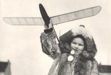 1946 - Ačko Zdeňka Husičky drží jeho dcera, Jitka